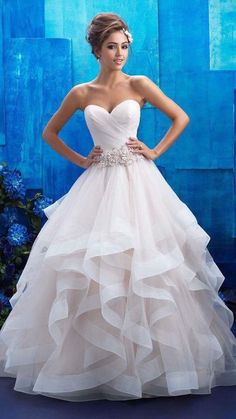 b04d428a7a099f Sencillo pero lindo Wedding Dresses With Ruffles