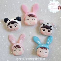 Polymer Clay Charms, Handmade Polymer Clay, Bug Snacks, Fondant Toppers, Miniature Houses, Clay Crafts, Clay Art, Biscuits, Cake Decorating