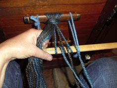 Tangible Daydreams: Tutorial: Finger Weaving, Beginner's Diagonal Weave