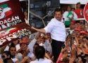 A pocas horas de que cierren las campañas electorales, el candidato de la Alianza por México permanece como el favorito.