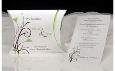 Einladungstext zur Hochzeti, der als Schriftrolle in eine Box gelegt wird. Box, Invitation Text, Getting Married, Invitations, Get Tan, Snare Drum