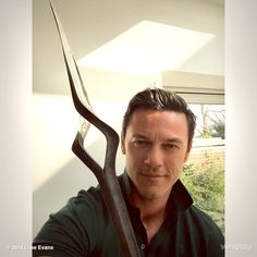 Very excited to receive my Black Arrow! Thank you @wetaworkshop. It's brought back a lot of wonderful memories @TheHobbitMovie
