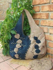 36 ideas para reciclar jeans o ropa vaquera - Pin Tutorial and Ideas Patchwork Bags, Quilted Bag, Denim Handbags, Purses And Handbags, Bag Quilt, Jean Purses, Denim Purse, Fringe Purse, Denim Crafts