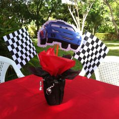 "Para el Cumpleanos de mi hijo ""Cars"" this is the centerpiece, it's so easy to made, hope ur like it."