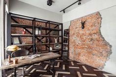 Le studio d'architecture d'intérieur CHI-TORCH s'est attelé à la rénovation de ce vieil appartement des années 40 situé à Taipei à Taïwan.  Le propriétaire des lieux voulait un mix entre ancien et industriel, les architectes ont dessiné et fait réaliser presque l'ensemble du mobilier avec des matériaux de récupération venant d'anciennes habitations ou de friches industrielles. Le résultat donne un univers de vie chaleureux et facile à vivre où les matériaux se mélangent avec harmonie.