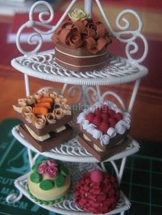 More Quilled food Quilling Cake, Quilling Dolls, Origami And Quilling, Quilling Paper Craft, Quilling Patterns, Quilling Designs, Origami Paper, Paper Crafts, Quilling Ideas