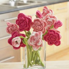 Crochet a lasting bouquet of roses in three shades of pink with this crochet flower pattern. This Pink Rose Bouquet Crochet Flowers Pattern would make a beautiful centerpiece or decorative accent on a dining room table. Diy Tricot Crochet, Crochet Gratis, Crochet Motifs, Crochet Amigurumi, Love Crochet, Simple Crochet, Crochet Dishcloths, Holiday Crochet Patterns, Crochet Flower Patterns