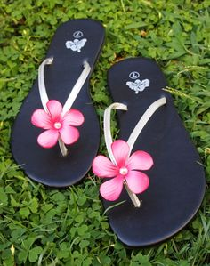 c56b6eb20 Relax with these pretty flip flops. Hawaiian Outfit Women