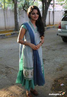 Beautiful Women Over 40, Beautiful Girl Indian, Beautiful Saree, Beautiful Indian Actress, Churidar Designs, Kurti Neck Designs, Blouse Designs, Indian Actress Images, Tamil Girls