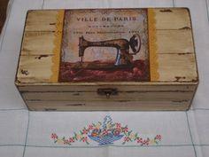 Linda caixa de costura pintada à mão com decupagem, aplicação de rendinha. R$ 65,00