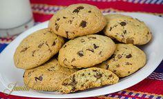 Fursecuri americane cu ciocolata – reteta video Biscuit Cookies, Biscuit Recipe, Cake Cookies, Cupcakes, Muffin Tin Breakfast, Romanian Desserts, Romanian Food, American Cookie, Tasty Dishes
