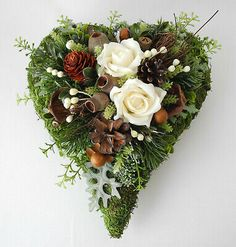 Grabgesteck, Grabschmuck Herz wollweiß, Allerheiligen, Totensonntag, Gedenktag You are in the right place about funeral procession Here we offer you the most beautiful pictures about the funeral progr Advent Wreath, Diy Wreath, Grapevine Wreath, Christmas Arrangements, Floral Arrangements, Funeral Reception, Grave Decorations, All Saints Day, Xmas Wreaths