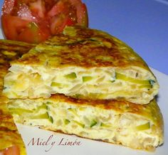Miel y Limón : TORTILLA de CEBOLLA y CALABACÍN (5pp/ración)                                                                                                                                                                                 Más Kitchen Recipes, Cooking Recipes, My Favorite Food, Favorite Recipes, Healthy Recepies, Comidas Light, Spanish Dishes, Frittata, C'est Bon