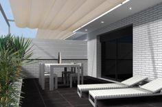 Ideas de #Casas de #Exterior, #Patio, #Terraza, estilo #Moderno diseñado por Alicia Mateu Bargalló Arquitecto con #Tumbona #Dibujos #Fachada #Maquetas #En construcción  #CajonDeIdeas http://planreforma.com/es/
