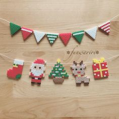 Christmas decorations of ironing beads - printable templates, Perler Bead Templates, Diy Perler Beads, Perler Bead Art, Melty Bead Patterns, Hama Beads Patterns, Beading Patterns, Christmas Perler Beads, Beaded Christmas Ornaments, Motifs Perler