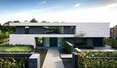 Modern House Design : Schellen Architecten Villa Dilbeek in Hoog Modern Architecture House, Residential Architecture, Amazing Architecture, Architecture Design, Minimal Architecture, Modern Villa Design, Facade House, Exterior Design, Building A House