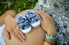 Maternity photoshoot ideas - shoes on belly