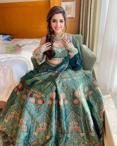 Indian Gowns Dresses, Indian Fashion Dresses, Dress Indian Style, Indian Designer Outfits, Indian Bridal Outfits, Indian Bridal Fashion, Indian Bridal Wear, Indian Wear, Stylish Dresses For Girls
