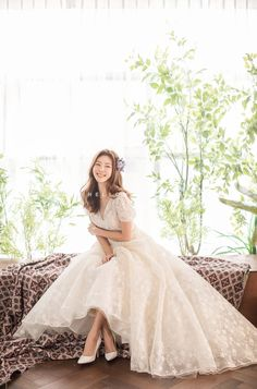 Wedding Picture Poses, Wedding Photography Poses, Wedding Photography Inspiration, Wedding Prep, Wedding Planner, Wedding Dress Gallery, Korean Wedding, Pre Wedding Photoshoot, Wedding Attire