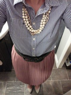 Blue and white Gingham shirt, mauve knife pleat skirt, nude heals and pearls Work Wear Office, Style Me, Cool Style, Knife Pleated Skirt, Gingham Shirt, Summer Trends, Spring Summer Fashion, Mauve, Cute Outfits