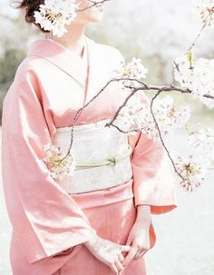 of Kimono and Hanbok Kimono Japan, Japanese Geisha, Japanese Fashion, Japanese Beauty, Geisha Japan, Just Girly Things, Yukata, Traditional Fashion, Traditional Dresses
