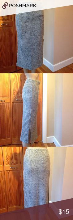 TOPSHOP. Soft cotton blend skirt. US size 4 Fitted skirt in ribbed cotton blend with concealed elastication at waist and a slit on both sides. Like new condition. Brand: Topshop  Size US 4. Made in Mauritius. Topshop Skirts Pencil