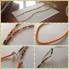 Laccetto per occhiali Cordoncino color arancio e pietre colorate alternate a cristalli verdi e gialli