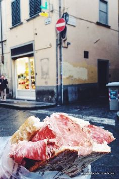 all'antico vinaio sandwich florence #streetfood || Read my blogpost here: http://www.blocal-travel.com/street-art/florence-off-the-beaten-path/