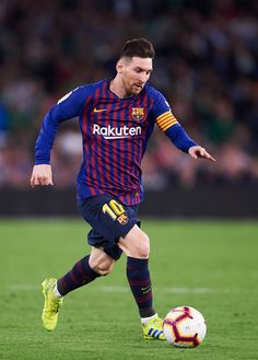 Lionel Messi Photos - Lionel Messi of FC Barcelona in action during the La Liga match between Real Betis Balompie and FC Barcelona at Estadio Benito Villamarin on March 2019 in Seville, Spain. Messi And Ronaldo, Messi 10, Cristiano Ronaldo, Fc Barcelona, Lionel Messi Wallpapers, Messi Photos, Latest Football News, Sports Celebrities, Neymar Jr