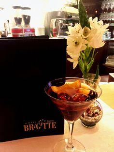 Ein leckerer #martini und das Wochenende kann beginnen!  #ischgl #hotelbrigitte #austria #weekend #april #hotelbar #party #austria #österreich   www.hotel-brigitte-ischgl.at