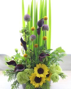 Summer Flower Arrangements, Modern Flower Arrangements, Flower Centerpieces, Summer Flowers, Ikebana, Cemetery Flowers, Corporate Flowers, Flower Festival, Church Flowers