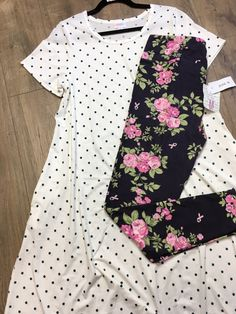 #blackfloralleggings #whitepolkadotdress Lula Roe Outfits, New Outfits, Lularoe Shopping, White Polka Dot Dress, Shopping Day, Outfit Posts, Cassie, Online Boutiques, Short Sleeve Dresses