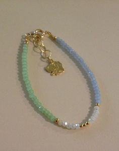 Pulserita celeste/blanco/verde Diy Jewelry Necklace, Handmade Beaded Jewelry, Beaded Jewelry Patterns, Bead Jewellery, Handmade Bracelets, Handcrafted Jewelry, Jewelry Bracelets, Jewelery, Bracelet Crafts