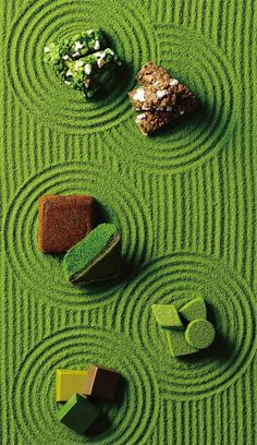at meal: Photo Chocolate Photos, Foto Fashion, Japanese Sweets, Japanese Matcha, Moon Cake, Japanese Design, Commercial Photography, Creative Food, Food Design
