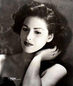 """La actriz Carmen Montejo, una de las principales figuras de la ÉEpoca de Oro del cine mexicano. Siempre la recordaremos por su participación en películas como """"Nosotros los pobres"""", """"Qué te ha dado esa mujer?"""" y muchas mas."""