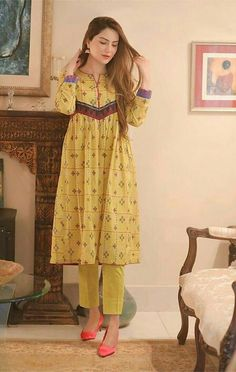 Stylish Dress Designs, Stylish Dresses For Girls, Fancy Blouse Designs, Designs For Dresses, Casual Summer Dresses, Designer Party Wear Dresses, Kurti Designs Party Wear, Indian Designer Outfits, Simple Pakistani Dresses