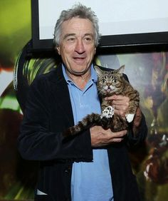 Lil Bub Photos - Robert De Niro and cat Lil Bub attend the Directors Brunch during the 2013 Tribeca Film Festival on April 2013 in New York City. - Directors Brunch at the Tribeca Film Festival Crazy Cat Lady, Crazy Cats, I Love Cats, Cool Cats, Celebrities With Cats, Celebs, Men With Cats, Simons Cat, Cat People