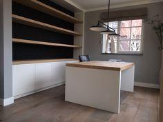 Planken en blad in eiken fineer. Ontwerp en realisatie www.meubelenmaatwerk.nl Table, Furniture, Home Decor, Decoration Home, Room Decor, Tables, Home Furnishings, Home Interior Design, Desk