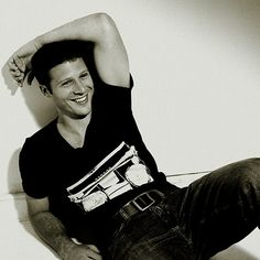 Zach Gilford. Seriously. Friday Night Lights. I AM IN LOVE.