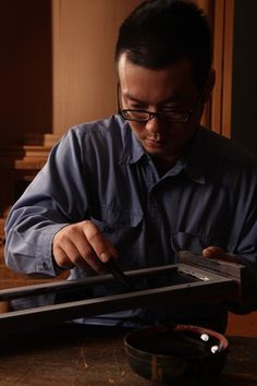 Concentrating on lacquering MasachikaIwasaki
