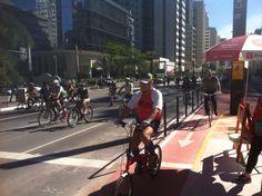 Ciclovia na Avenida Paulista: dados divulgados pelo CET indicam que o número de ciclistas na avenida aumentou mais de 300%, dois dias após a inauguração