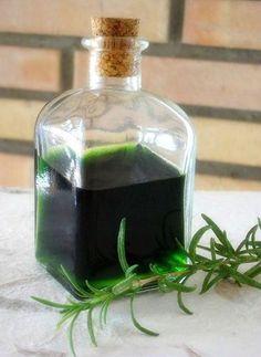 El alcohol de romero (rosmarinus officinalis) para uso externo, es una forma magnífica y tradicional de beneficiarse de las propiedades de esta maravillosa planta. GuíaSana