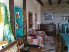 House in Tučepi, Croatia. This place is close to family-friendly activities and the beach. You'll love it because of the neighborhood, the light, the comfy bed, the coziness.  It is good for couples and solo adventurers. It's carefully furnished with vintage details and fu...