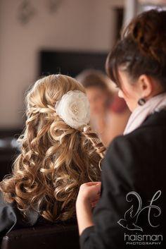 Alaska Wedding Photography | Wedding hair with flower  Chelsea Haisman Photography | Cordova, Alaska
