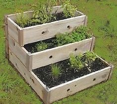 raised garden design - perfect for an herb garden! Container Herb Garden, Garden Boxes, Garden Planters, Small Space Gardening, Gardening Tips, Urban Gardening, Raised Herb Garden, Growing Vegetables, Garden Projects