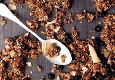 Unlike sugary processed cereals, bespoke brekkie cereals using nouveau grains, nuts and fruit cater to all diet types. We love this blueberry hemp seed granola. Vegan Recipes Videos, Vegan Lunch Recipes, Vegetarian Lunch, Healthy Oatmeal Breakfast, Breakfast Recipes, Granola, Hemp Seed Recipes, Hemp Recipe, Raw Carrot Cakes