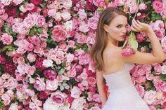 Miss Dior - 'La vie en rose'.The new Miss Dior film,directed by Sofia Coppola and starring Natalie Portman Sofia Coppola, Miss Dior, Natalie Portman Dior, Christian Dior, Dior Star, Wedding Ideias, Perfume Floral, Nathalie Portman, Runaway Bride