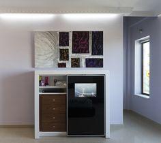 ¡Ahorra espacio! Televisiones incluidas en las puertas de los armarios #mueblesmodernossevilla #tiendadecoracionsevilla #decoracionyreformas #mueblesdediseñoensevilla http://www.azd.es