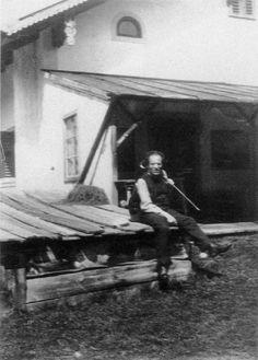 Gustav Mahler doing yardwork.