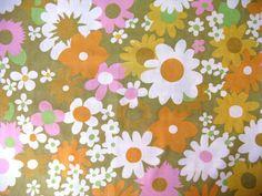 Vintage Sheet Fat Quarter - Retro Floral on Green